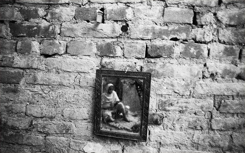 Woman in the mirror, Bhaktapur 2011